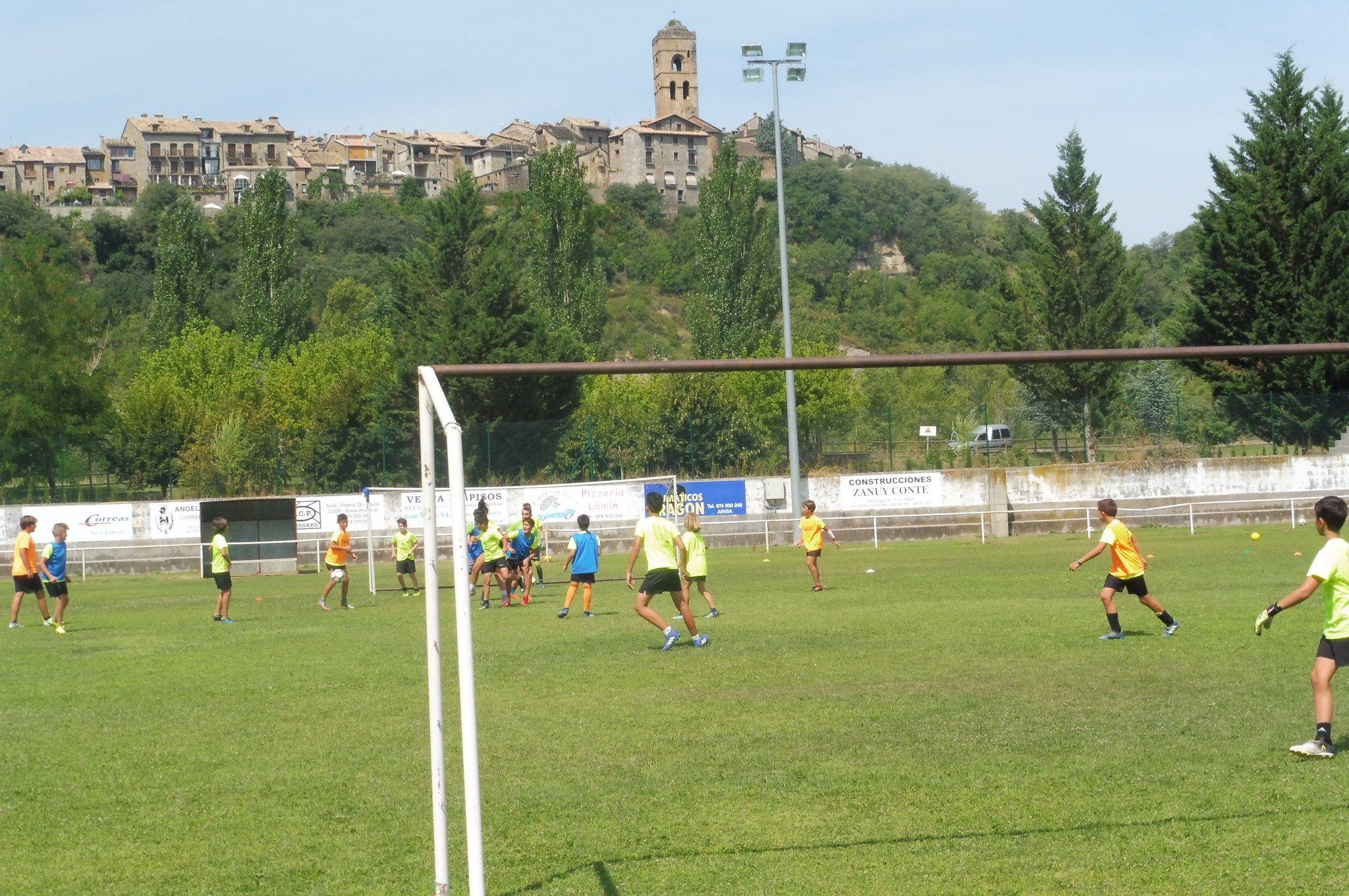 Clinic Promesas del Fútbol. Foto: SobrarbeDigital