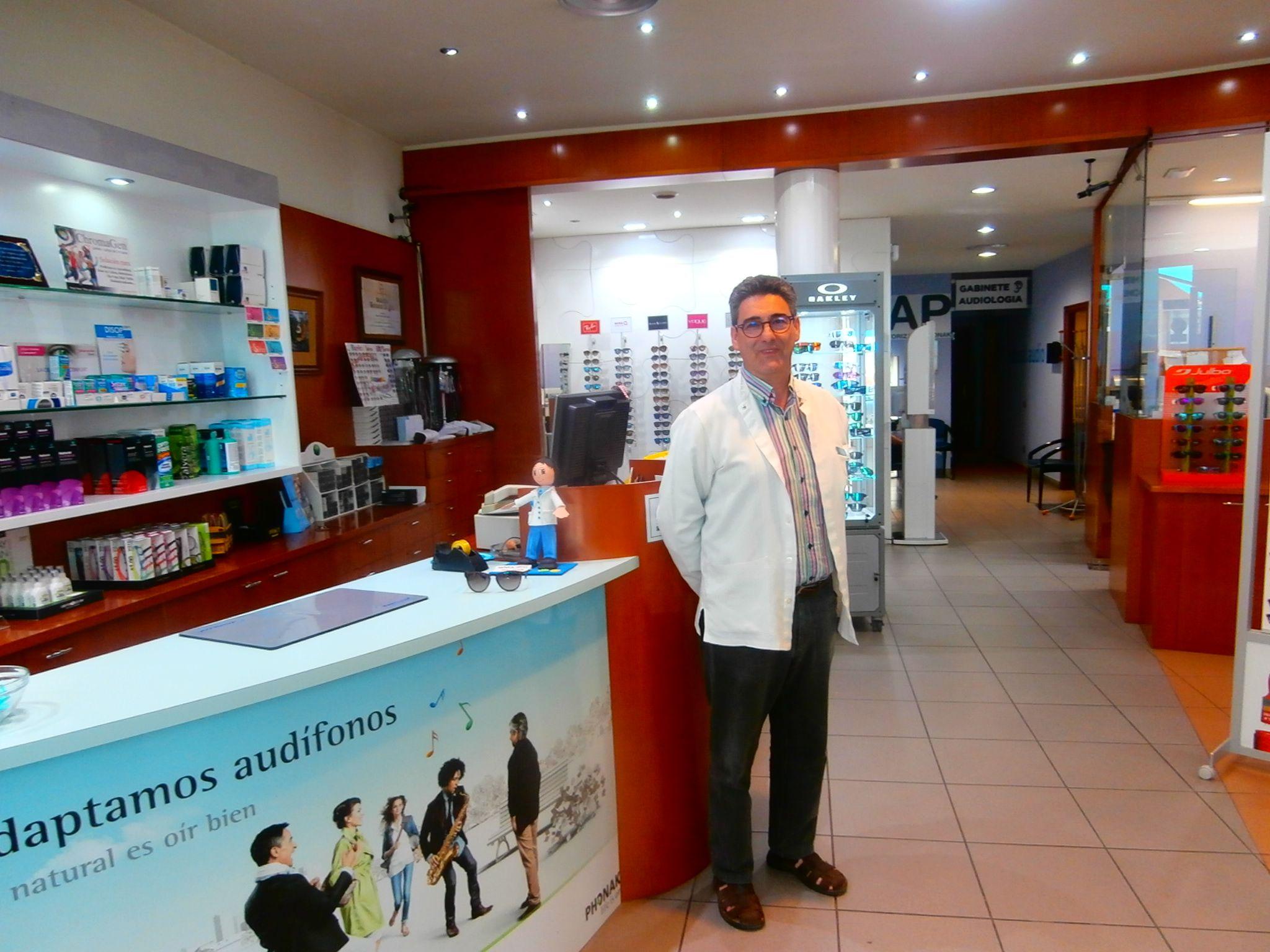 Ángel Anoro, gerente de Natural Optics San Ramón, en Barbastro. Foto: SobrarbeDigital