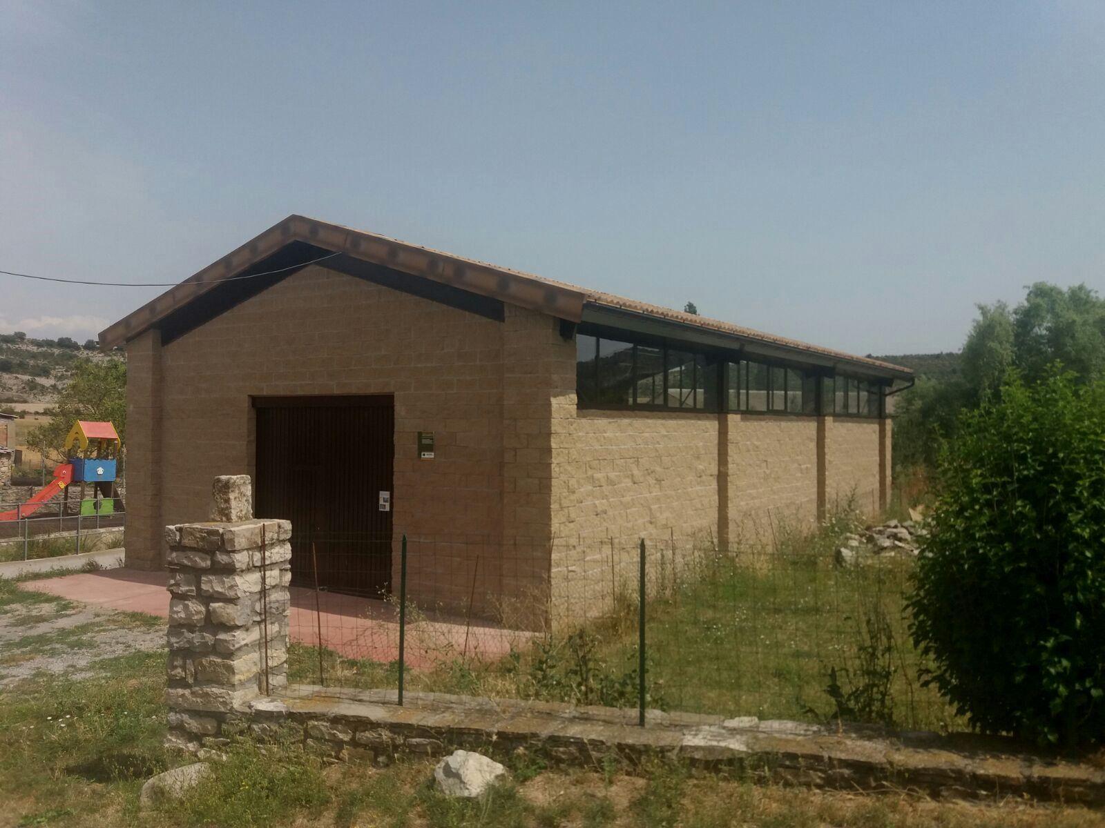 Imagen del Centro de visitantes y salón social de Paúles de Sarsa. Aínsa-Sobnrarbe