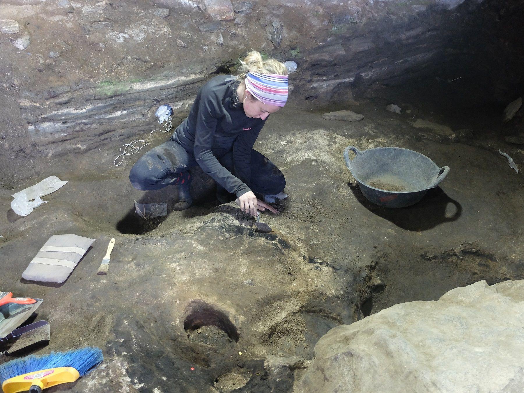 Riguroso trabajo de una arqueóloga ante la aparición de un posible silo
