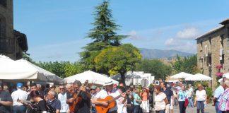 Los rondadores por la villa de Aínsa. Foto: SobrarbeDigital