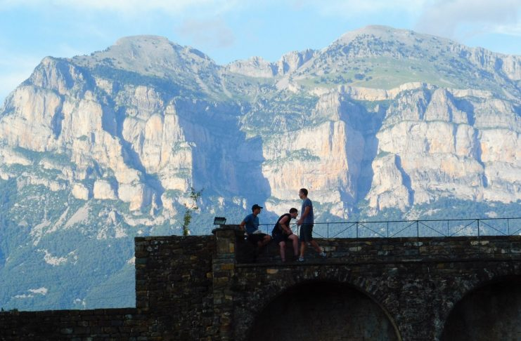 Castillo de Aínsa este verano. Foto: SobrarbeDigital