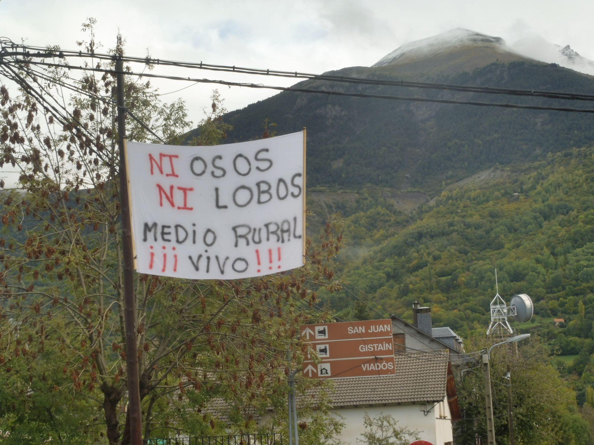 Pancarta en la Feria Ganadera de Plan. Foto: SobrarbeDigital