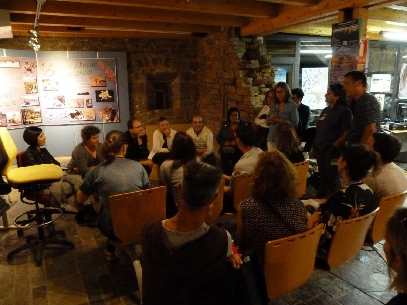 Sesión trabajo informadores Sobrarbe y Gavarnie. Foto: Comarca de Sobrarbe.