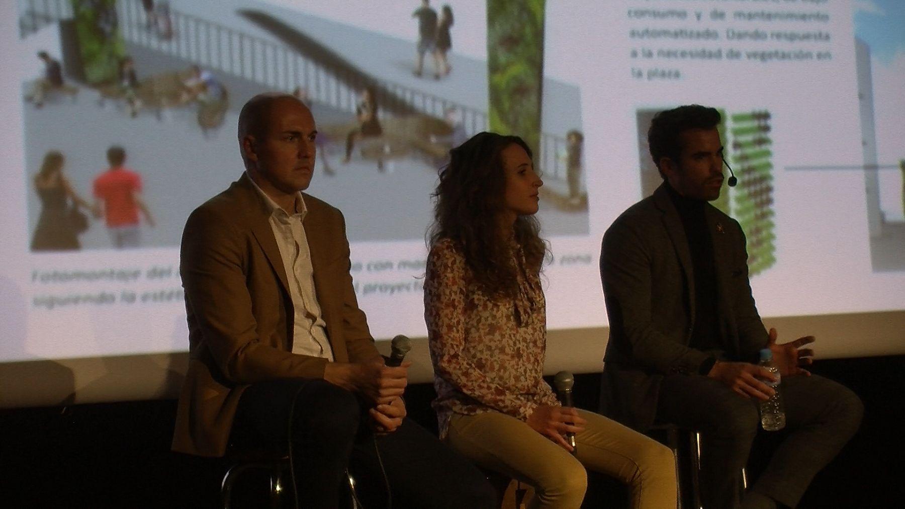 El alcalde José Mari Giménez y los impulsores Calra Campo y Aran en la presentación del Proyecto Ara el pasado noviembre. Foto: SobrarbeDigital