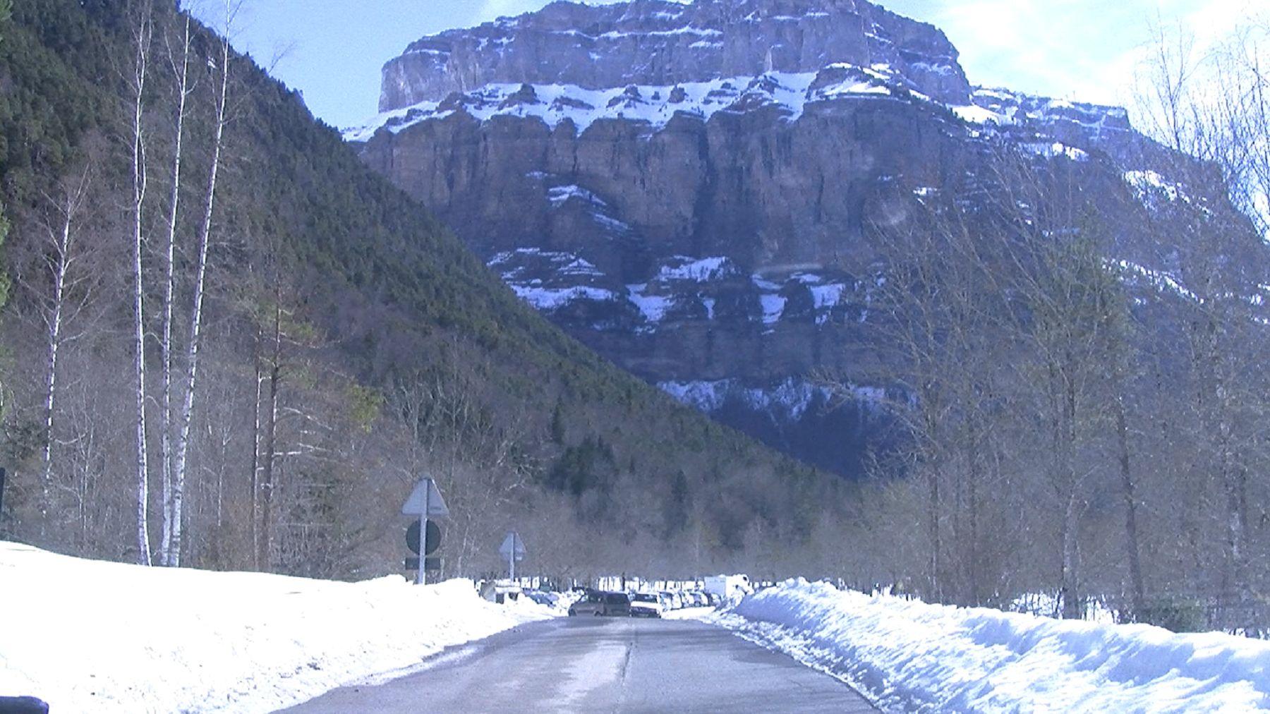 La carretera A-135 que da acceso al Parque Nacional de Ordesa. Foto: SobrarbeDigital