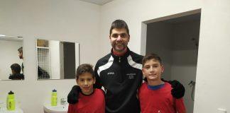 Los alevines junto a Miguel Lanau