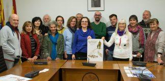 El jurado muestra el cartel ganador. Foto: Espiello.