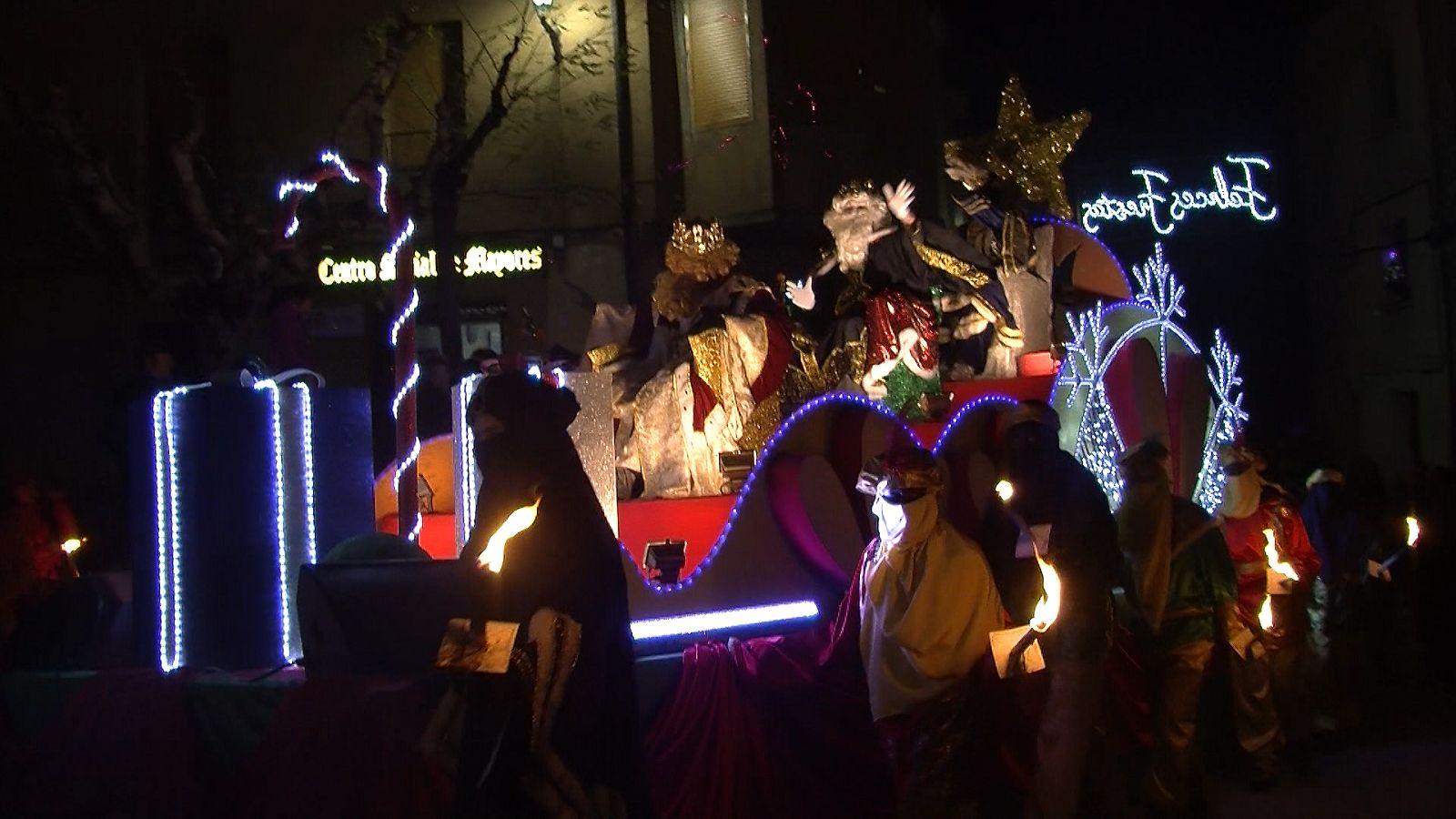 Los Reyes Magos entrando en la Plaza Mayor de Boltaña. Foto: SobrarbeDigital