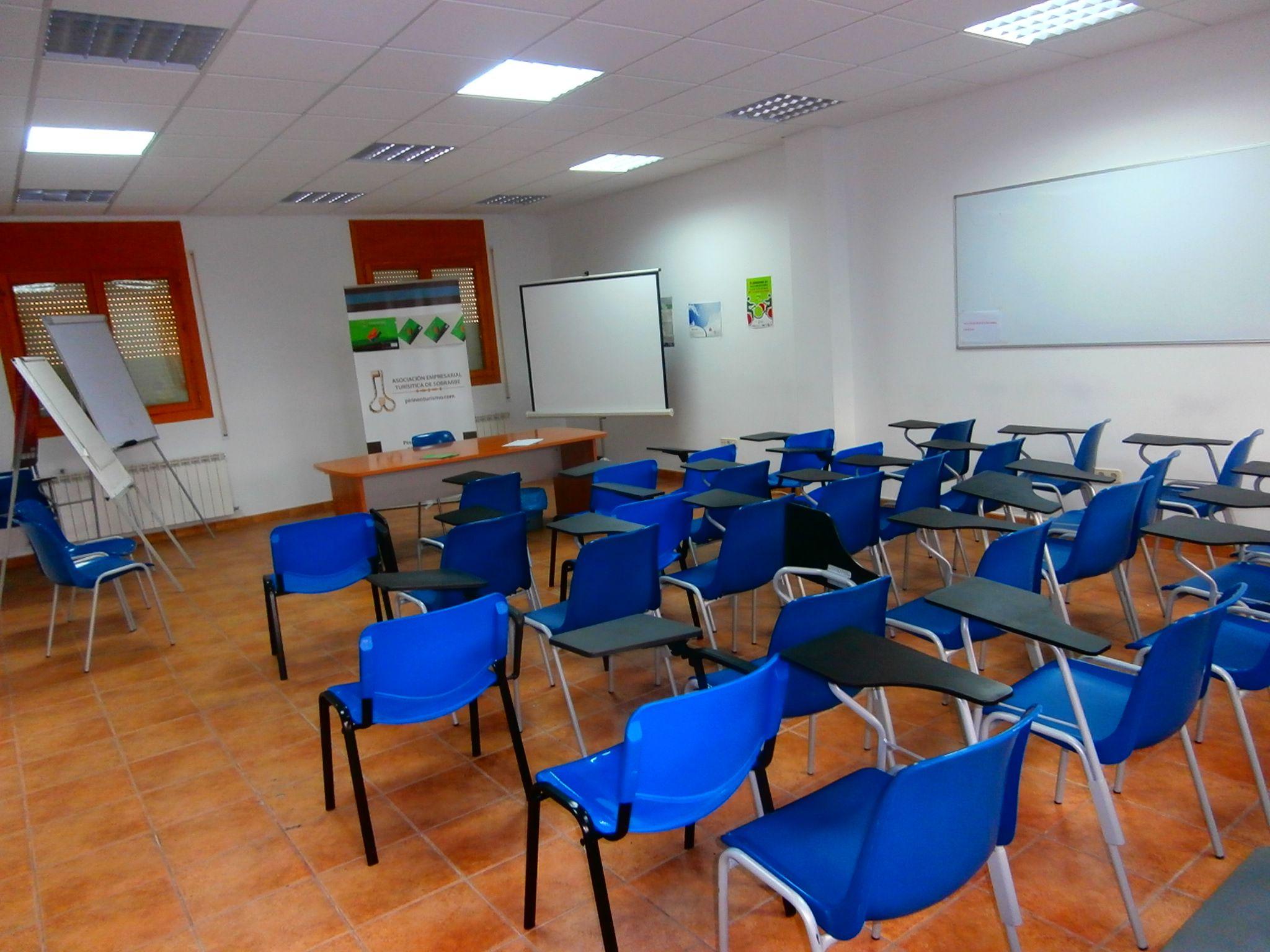 Una de las aulas de la AETS. Foto: SobrarbeDigital.