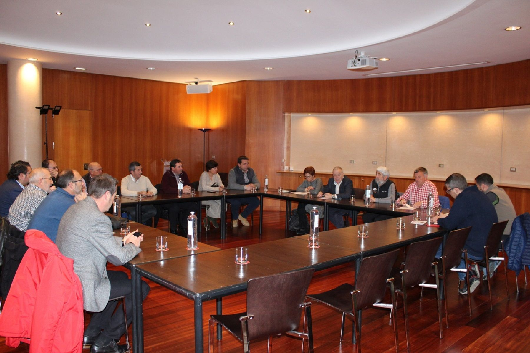 Imagen de la reunión mantenida. Foto: DPH.