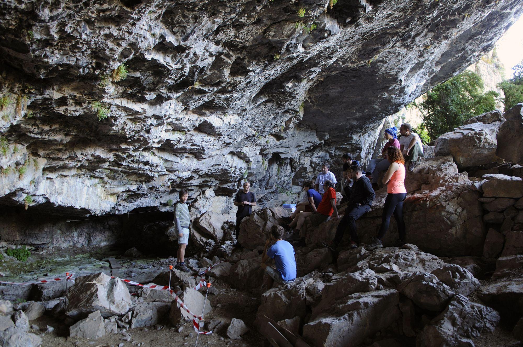 Excavaciones arqueológicas en el yacimiento de Coro Trasito (Tella). Foto Nacho Pardinilla.