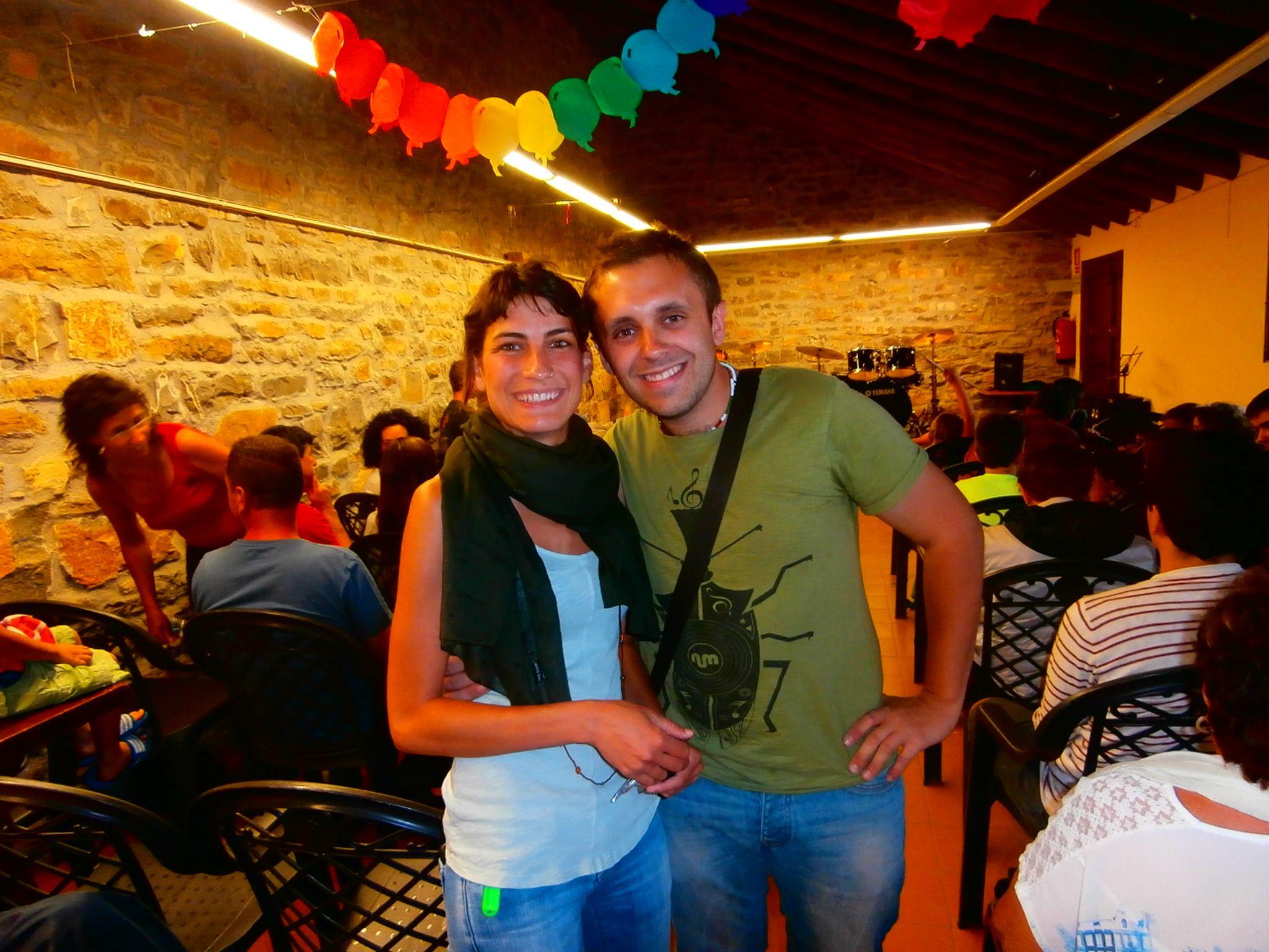 La directora Natalia Martín y el profesor de batería David Sánchez.