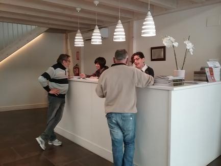 Cerca de personas pasaron por la oficina de turismo for Oficina de turismo de suiza en madrid