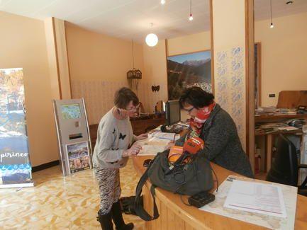 La oficina de turismo de bolta a atiende a personas for Oficina turismo torla