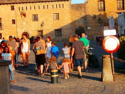 La oficina de turismo de a nsa atiende casi for Oficina turismo torla